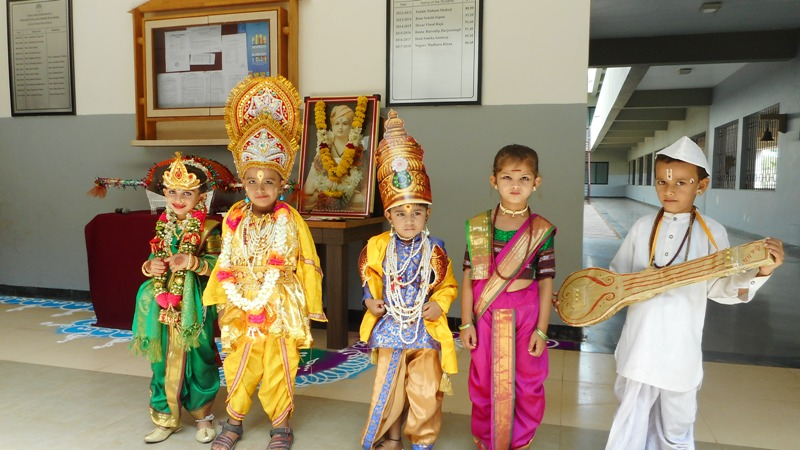 Students performing role of Vitthal-Rukmini