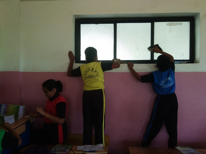 cleaning of school windows
