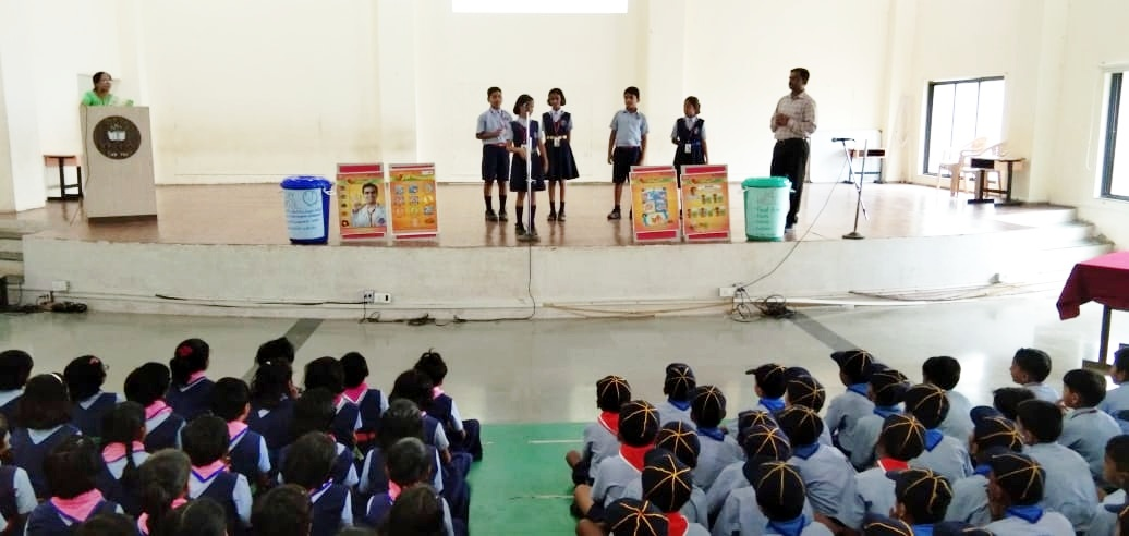 students dong skit to tell importance of hand wash