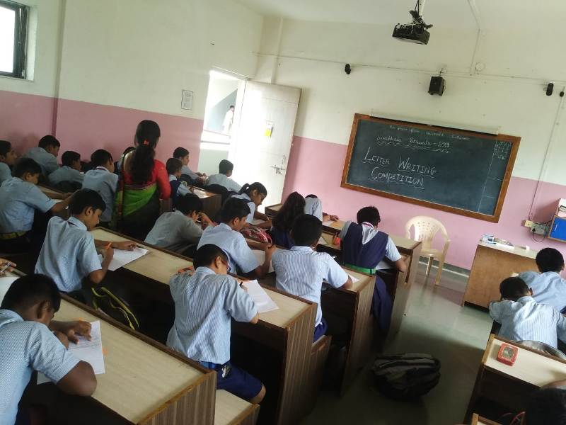 students writing letter to parents to report the activities in school during Swachhata Pakhwada