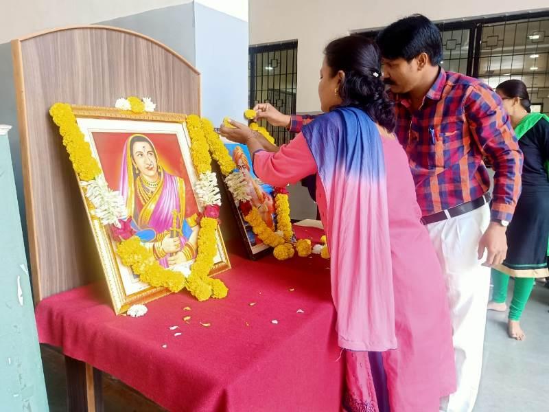 Garlanding photo of Swami Vivekanand & Jijamata