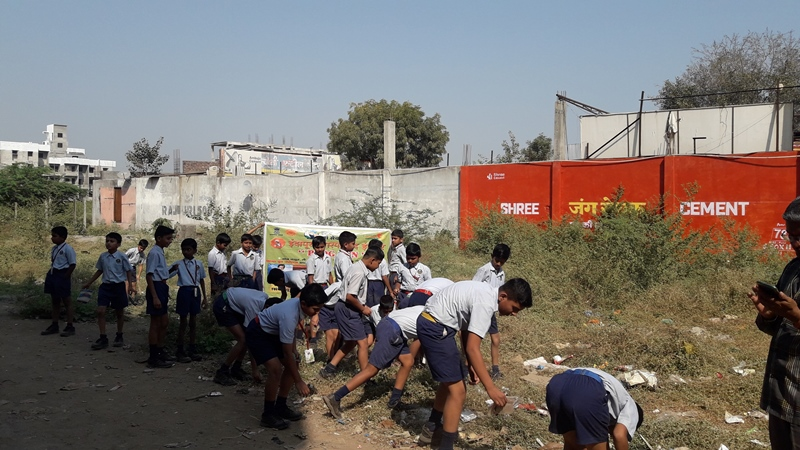 Students collecting singal use plastic in Residentional area