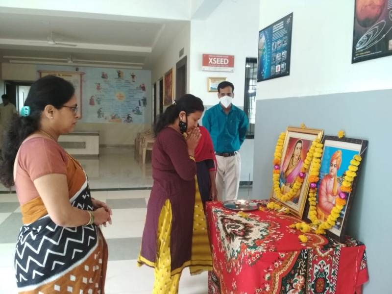 School incharge Inamdar madam Pratima Pujan